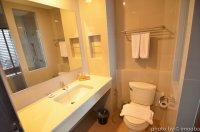 wyposażenie łazienki w hotelu
